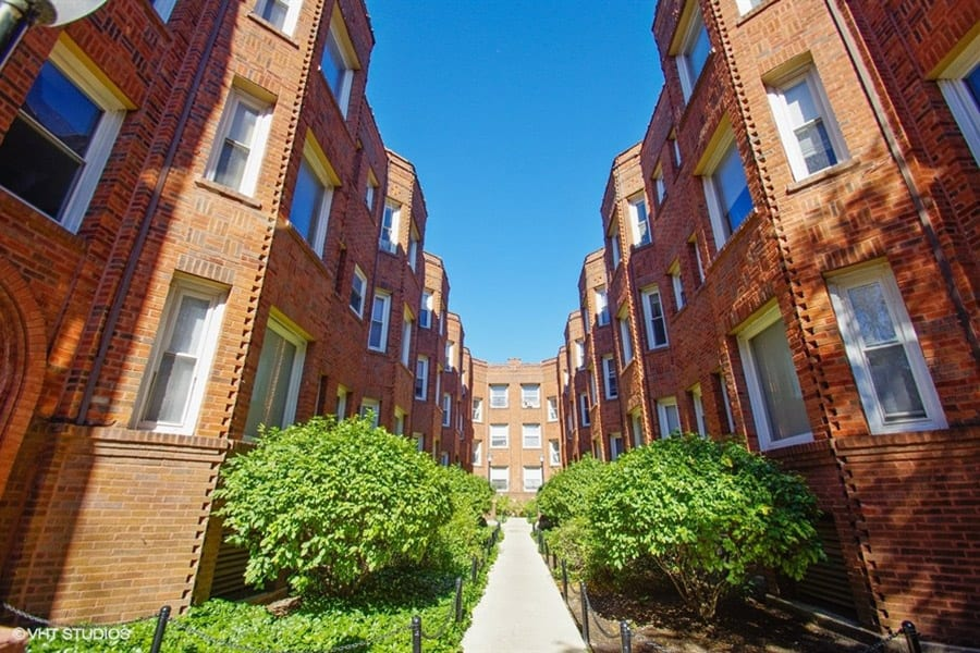 Exterior photo of an apartment community in Chicago, IL